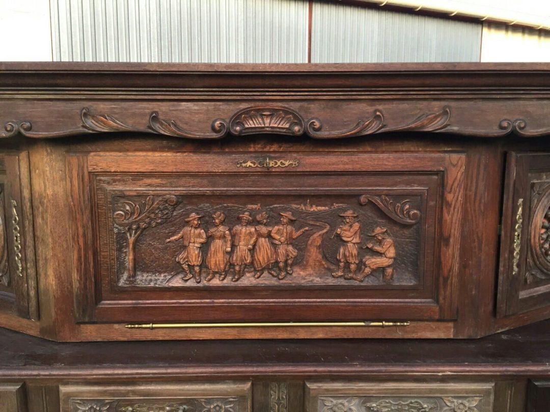 Антикварный столовый буфет в стиле Бретон