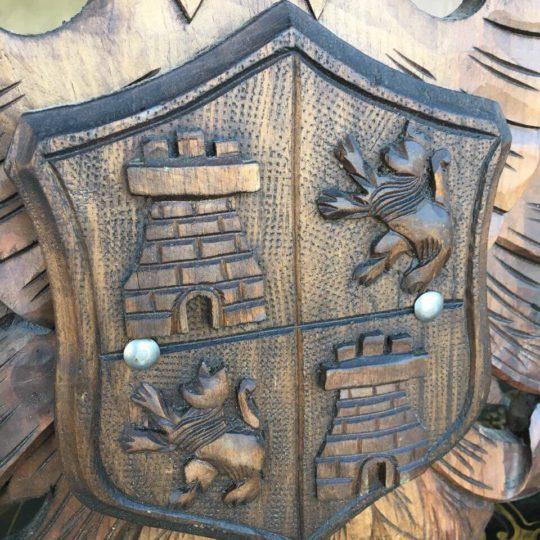 Антикварный деревянный герб 180830040