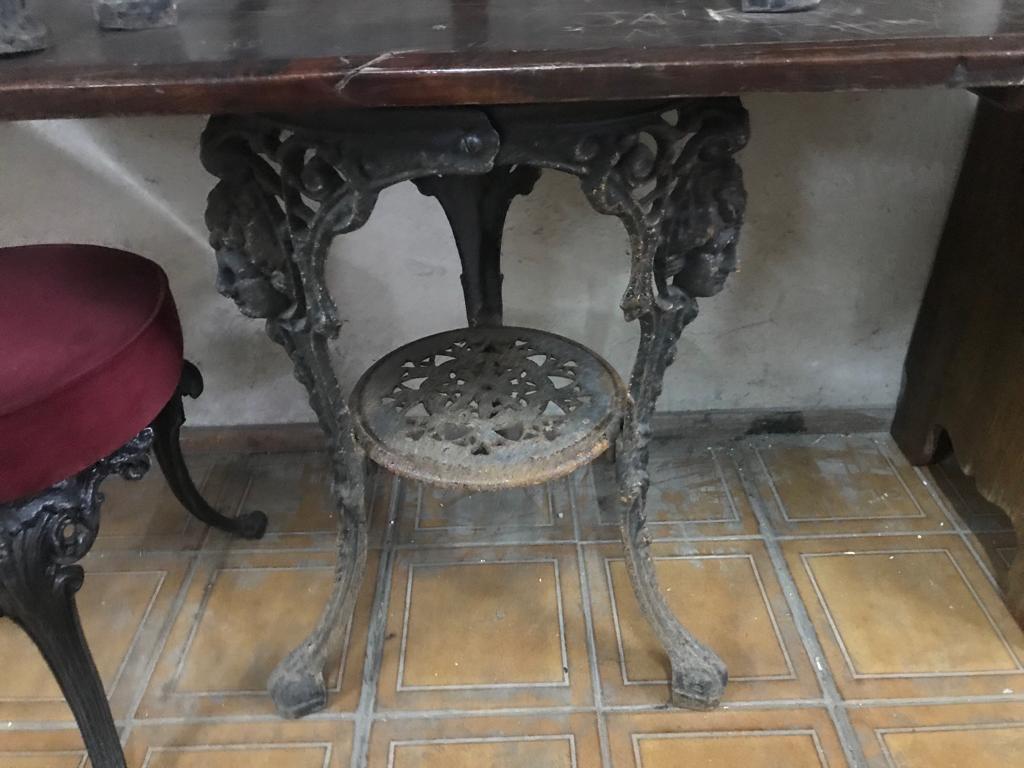 Чугунные столы и стулья для бара или бистро 191114
