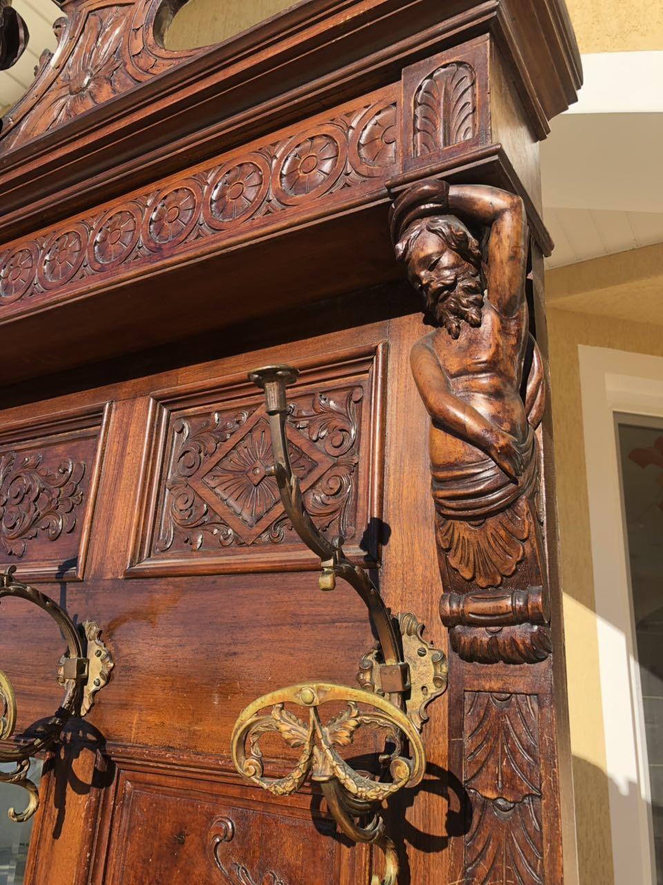 Антикварная вешалка в стиле Ренессанс  190314