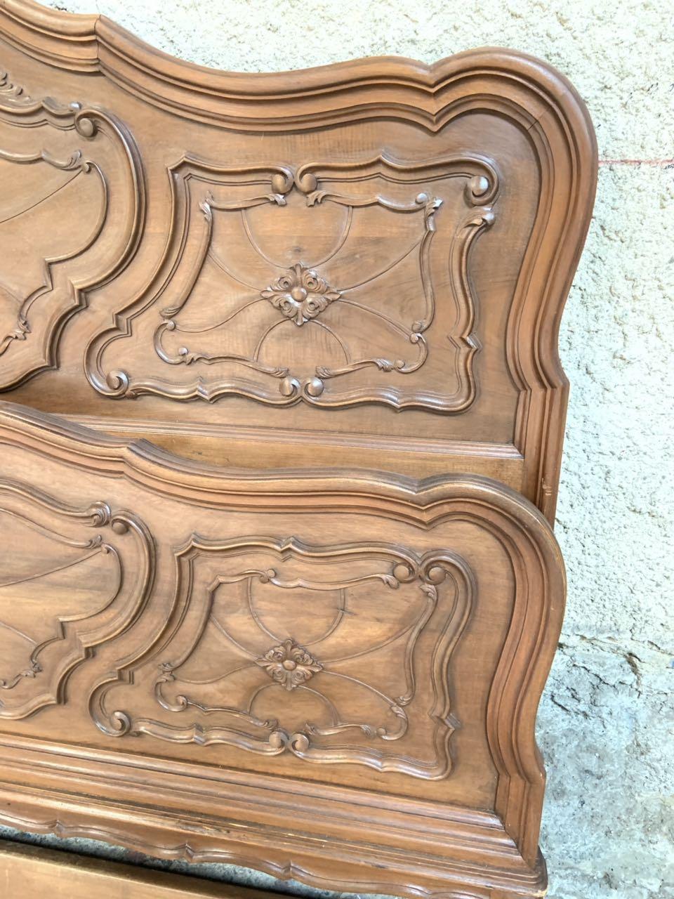 Антикварная ореховая кровать 190828004