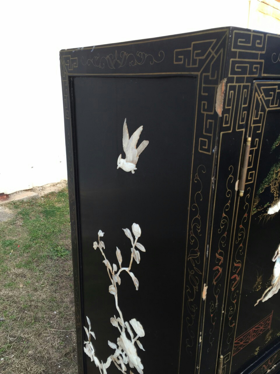 Старинный шкафчик в стиле Шинуазри