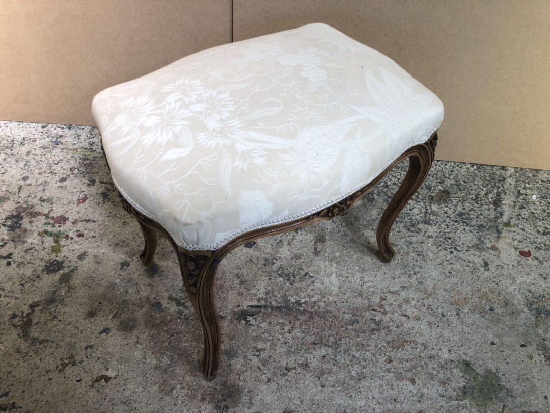 Антикварный ореховый пуфик в стиле Прованс 181024021