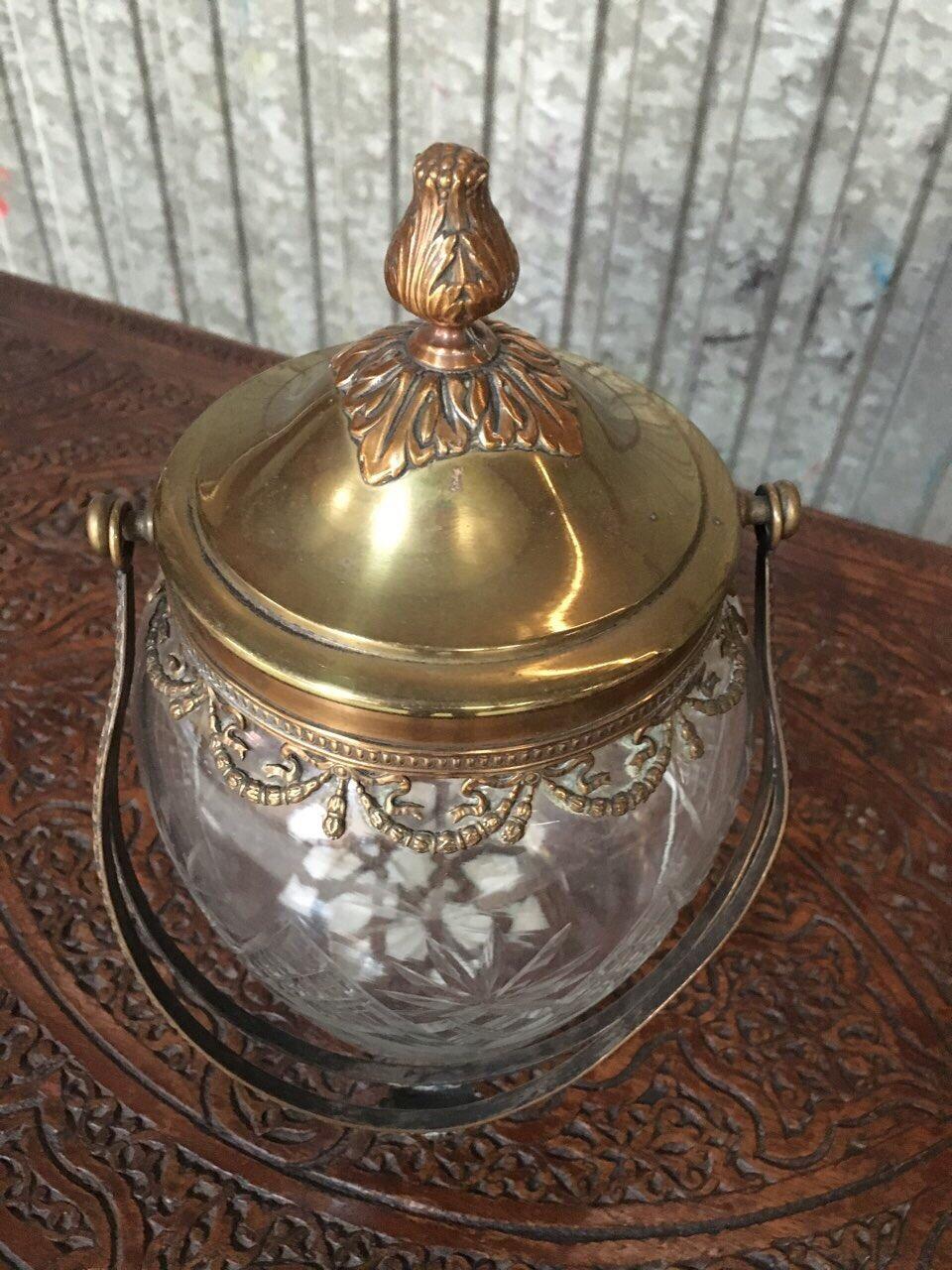 Антикварная хрустальная бисквитница с латунным орнаментом 190223001