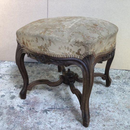 Антикварный пуф в стиле Луи XV 181024051У