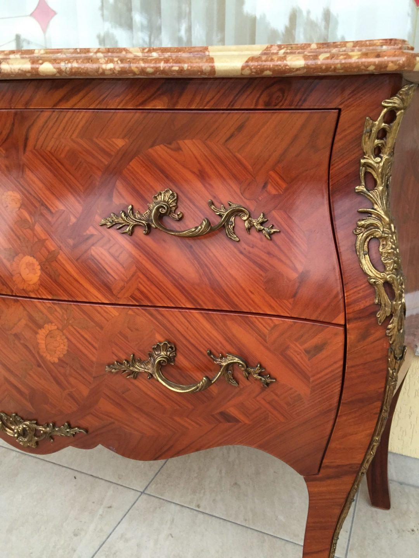 Старинный комод в стиле Луи XV