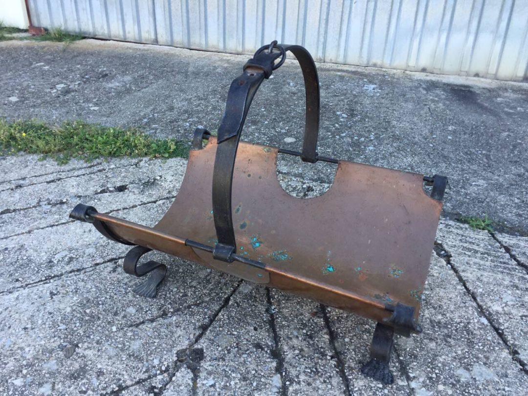 Старинная кованная корзина для дров