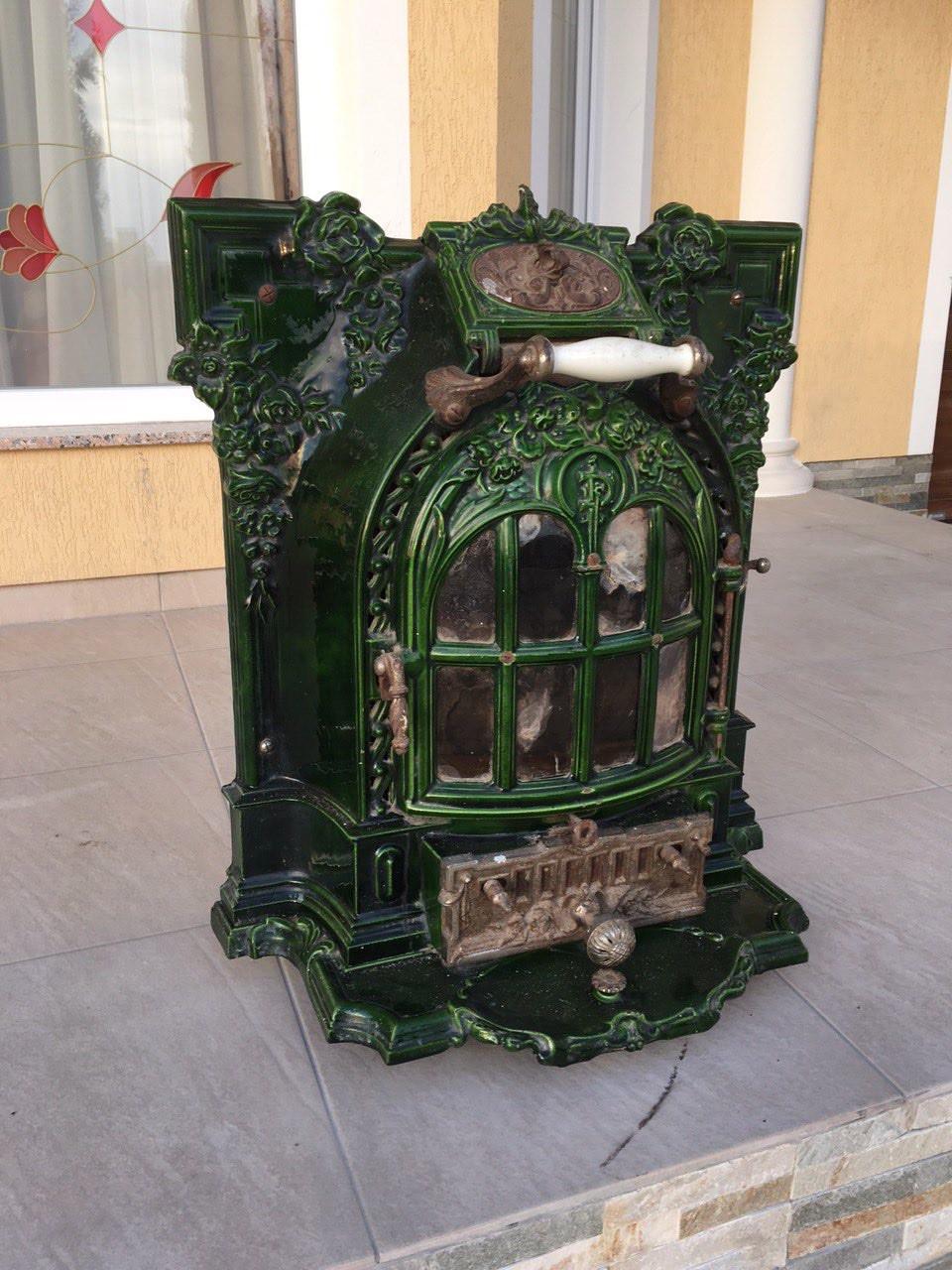 Антикварная чугунная печь в стиле Саламандра