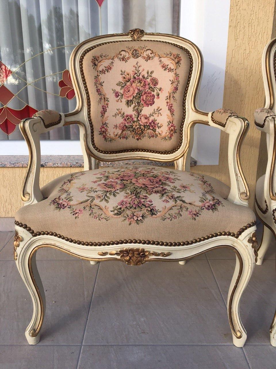 Старинные кресла с гобеленами в стиле Луи XV