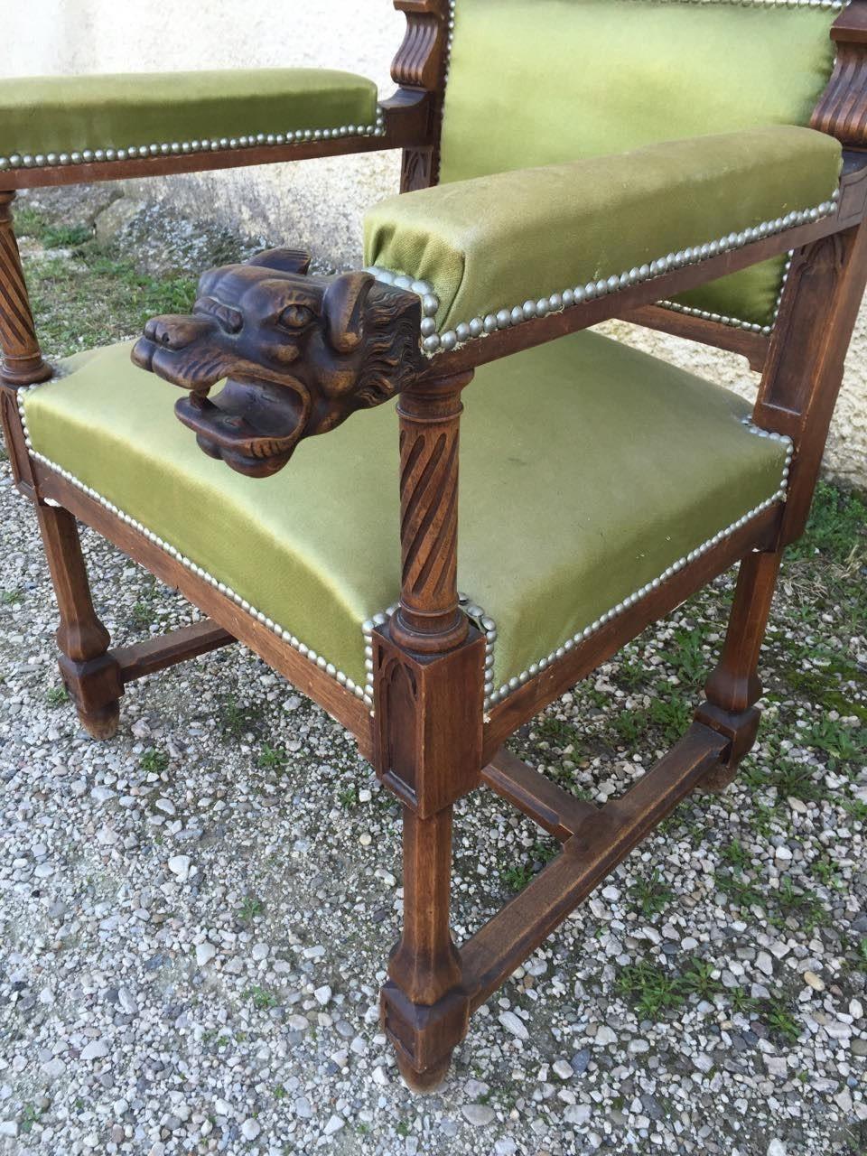Антикварное кресло в стиле Готика