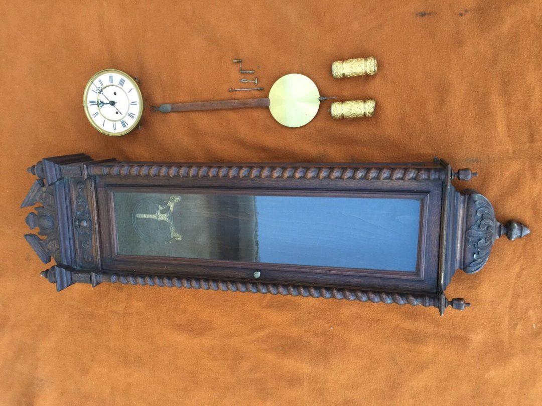 Антикварные настенные часы с гирями