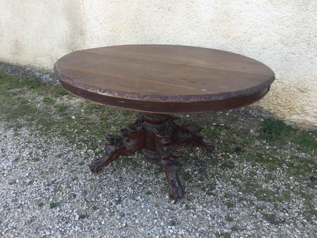 Антикварный стол с химерами в стиле Генрих