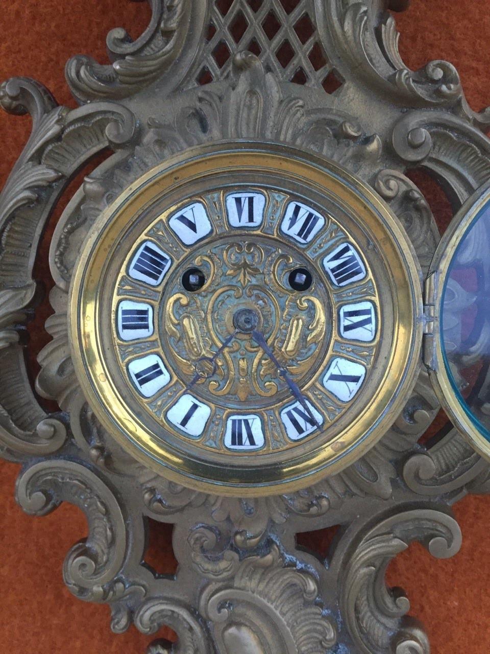 Старинные настенные часы  в стиле Рококо