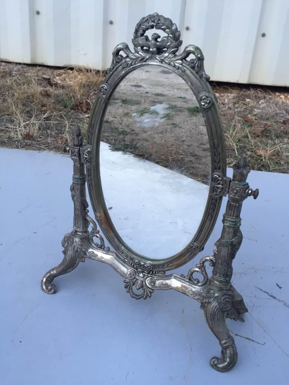 Антикварное зеркало в посеребренной рамке на ножках 171126