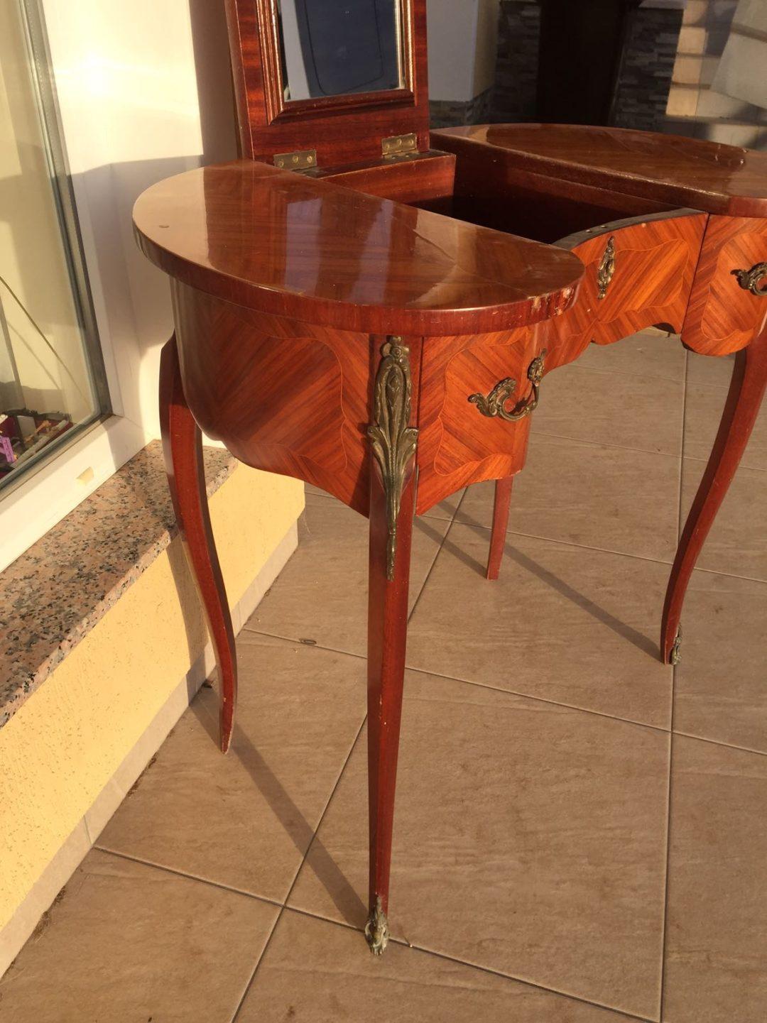 Антикварный дамский столик в стиле Луи XV