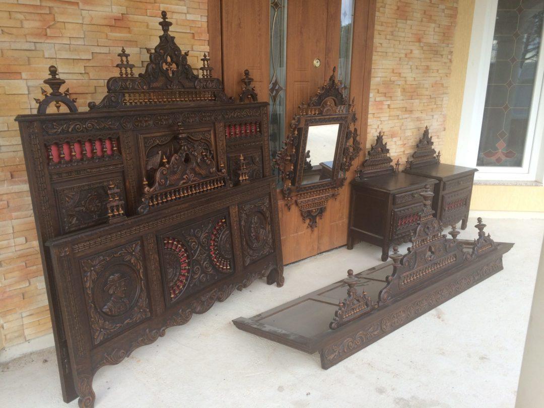 Старинный спальный комплект в стиле Бретон