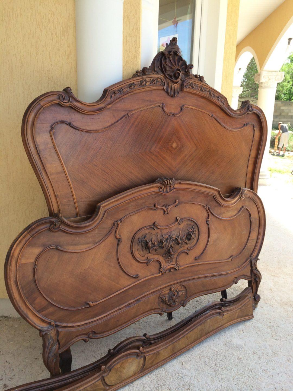Старинная кровать в стиле Рококо
