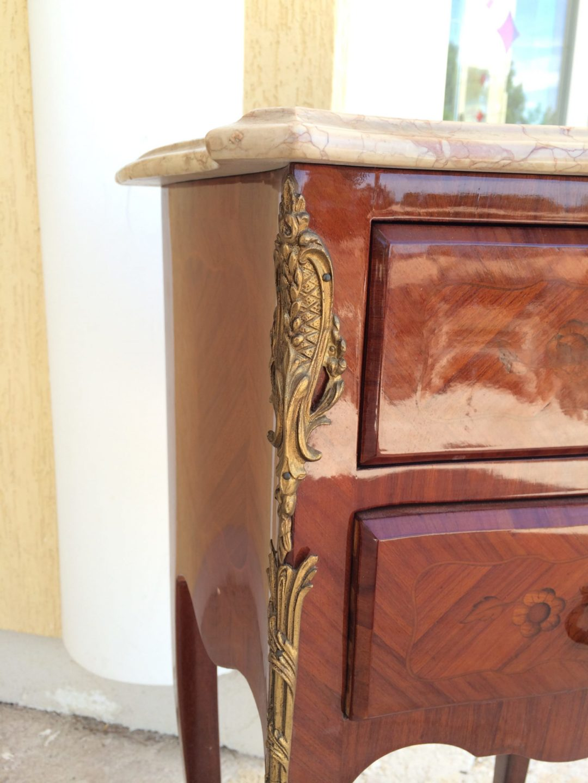 Старинная тумбочка в стиле Луи XVI