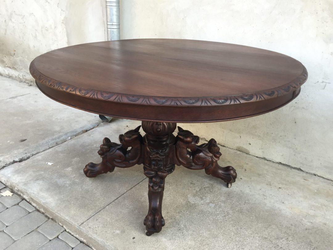 Старинный дубовый стол с химерами в стиле Генрих