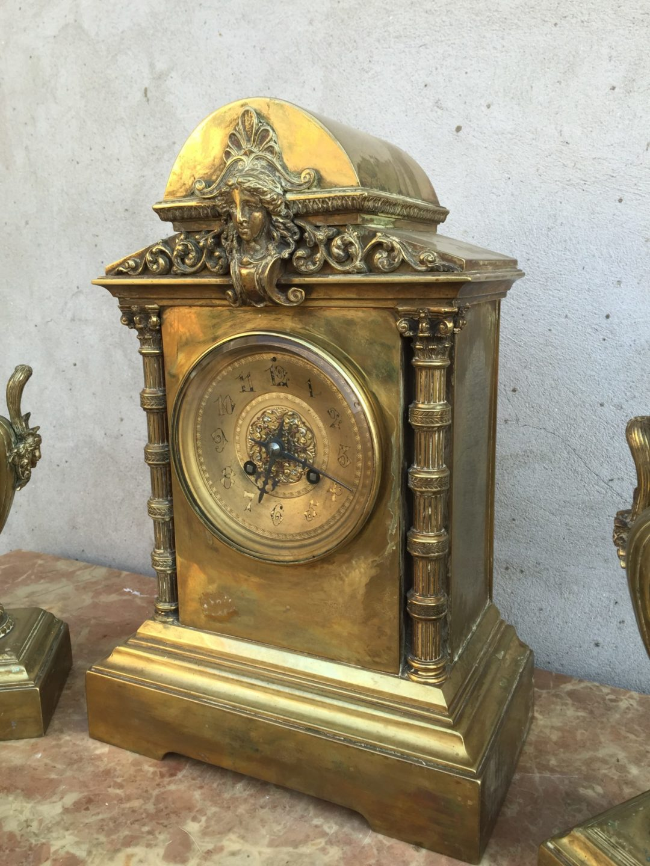 Старинные бронзовые часы в стиле Ренессанс с вазами