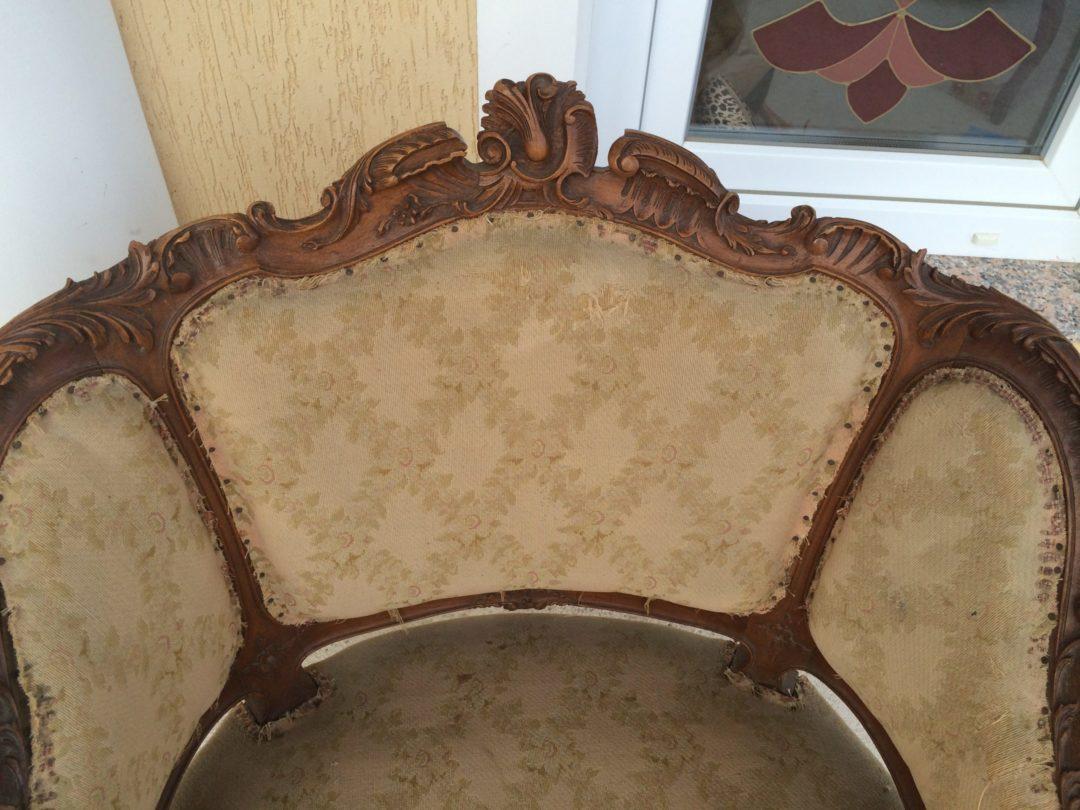 Старинное ореховое кресло в стиле Рококо