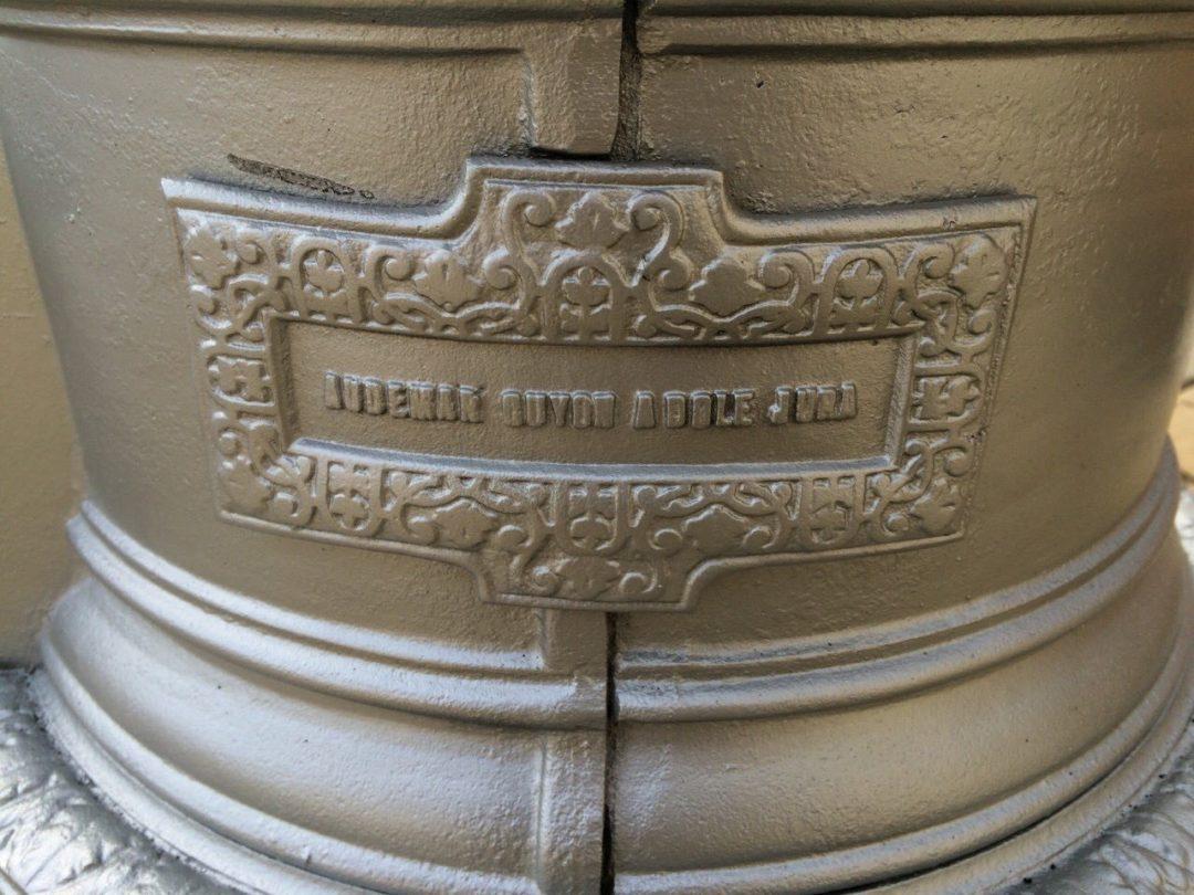 Старинная чугунная печь (американка)