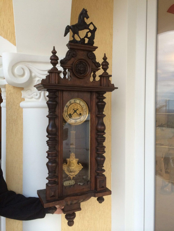 Старинный настенные часы