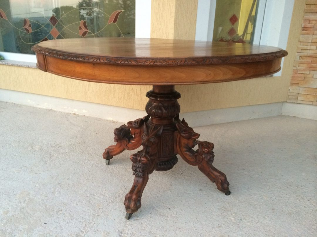 Старинный стол в стиле Генрих