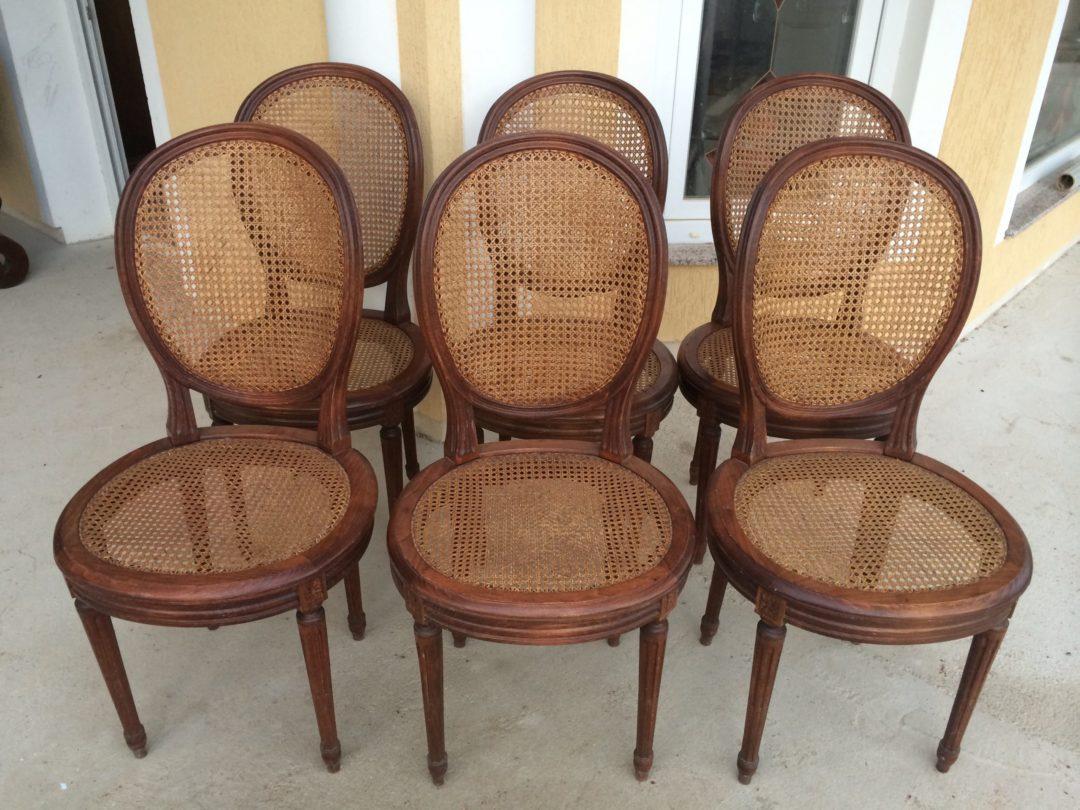 Старинные стулья и табурет