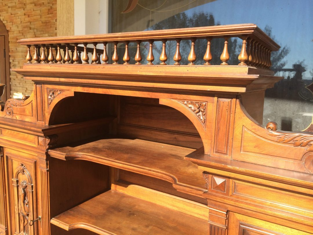 Старинный кабинетный стол в стиле Ренессанс