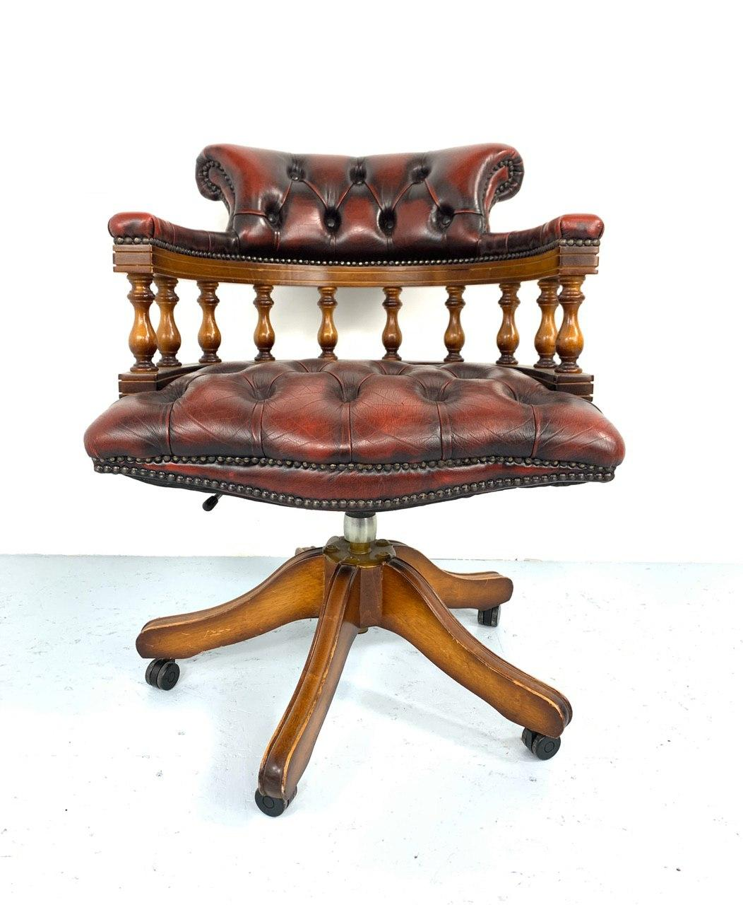 Антикварное кабинетное кресло в английском стиле