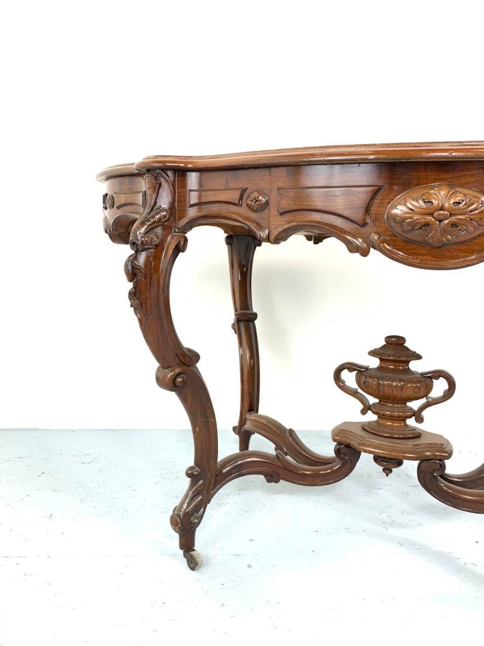 Антикварный ореховый стол-геридон