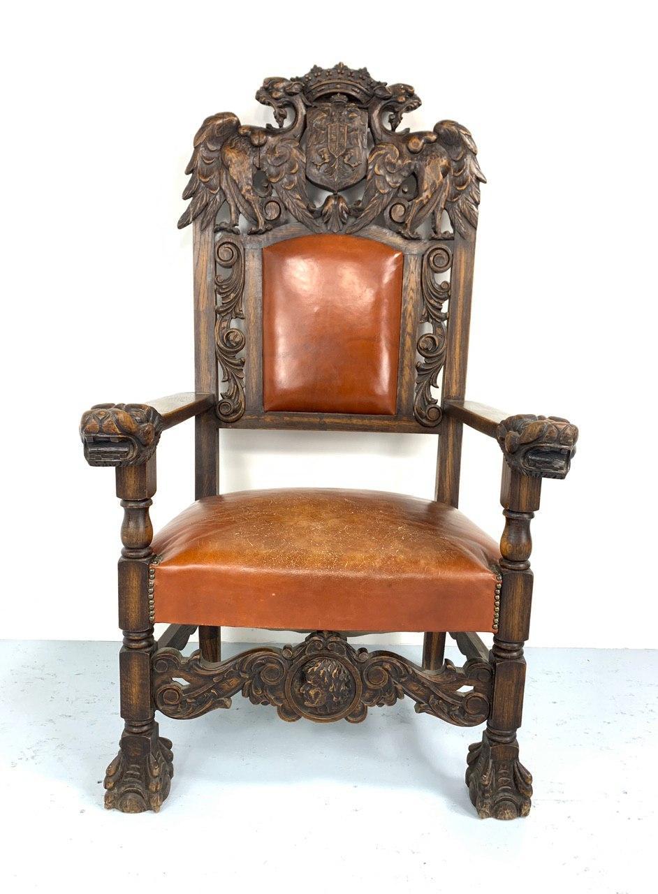 Антикварное кресло в стиле Ренессанс