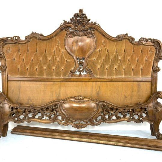 Антикварная ореховая кровать в стиле Барокко