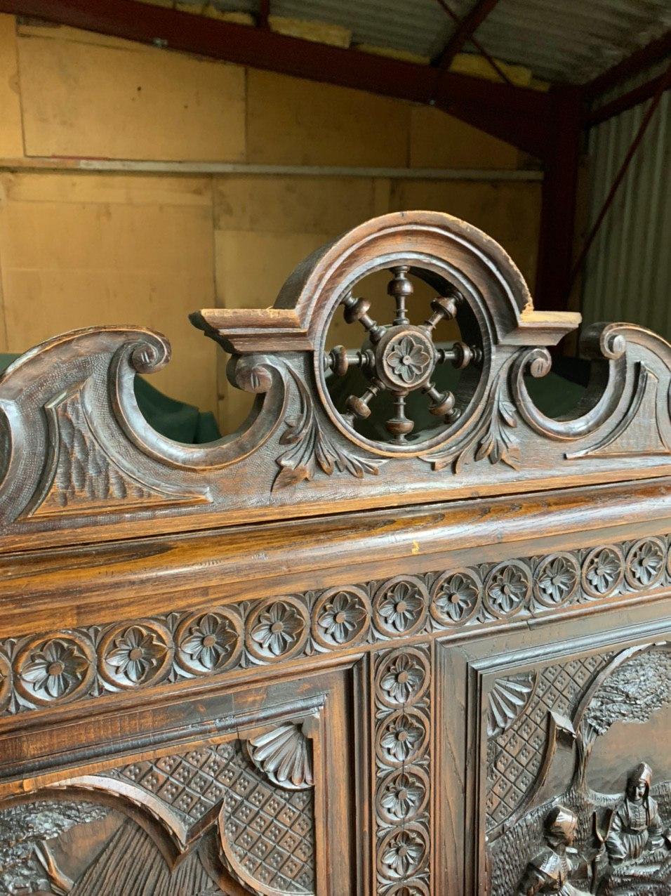 Антикварная кровать в стиле Бретон