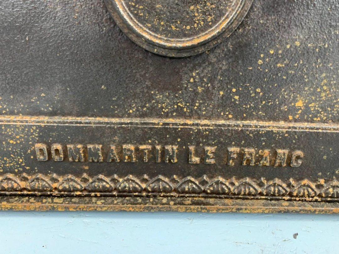 Антикварная чугунная дверь хлебопекарни