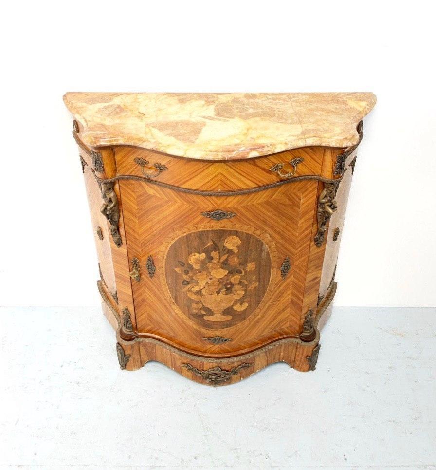 Антикварный комод в Неоклассическом стиле