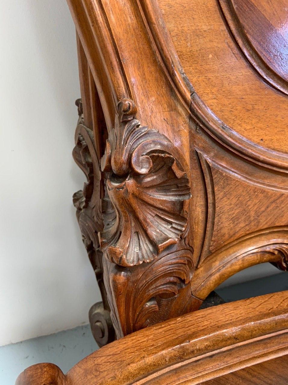 Антикварная ореховая кровать в стиле Рококо