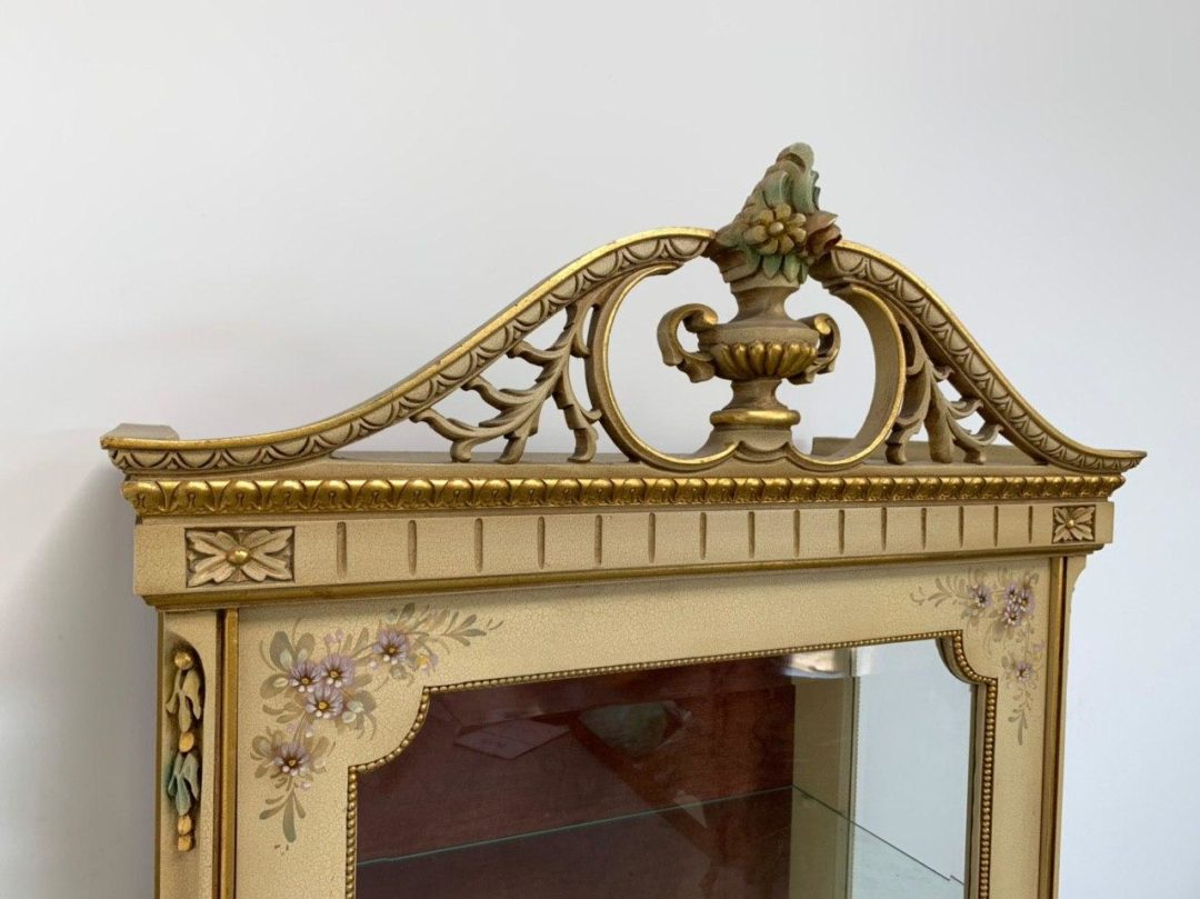 Винтажная витрина в Венецианском стиле