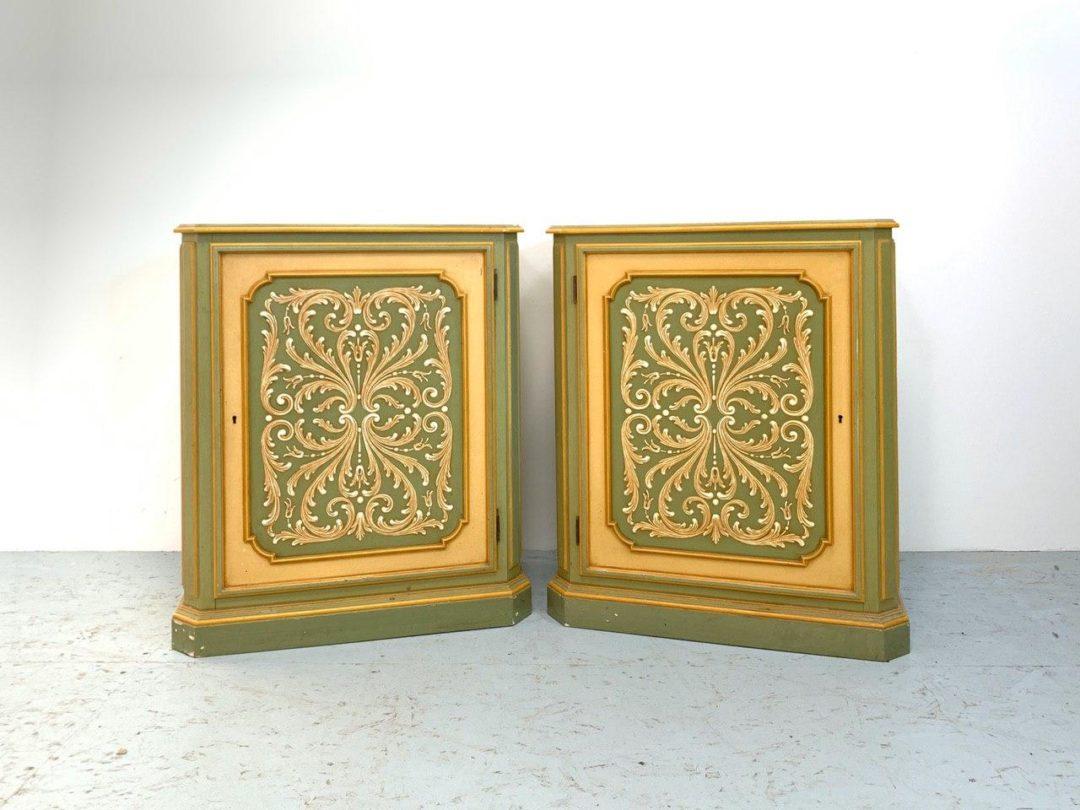 Винтажная пара тумб в Венецианском стиле