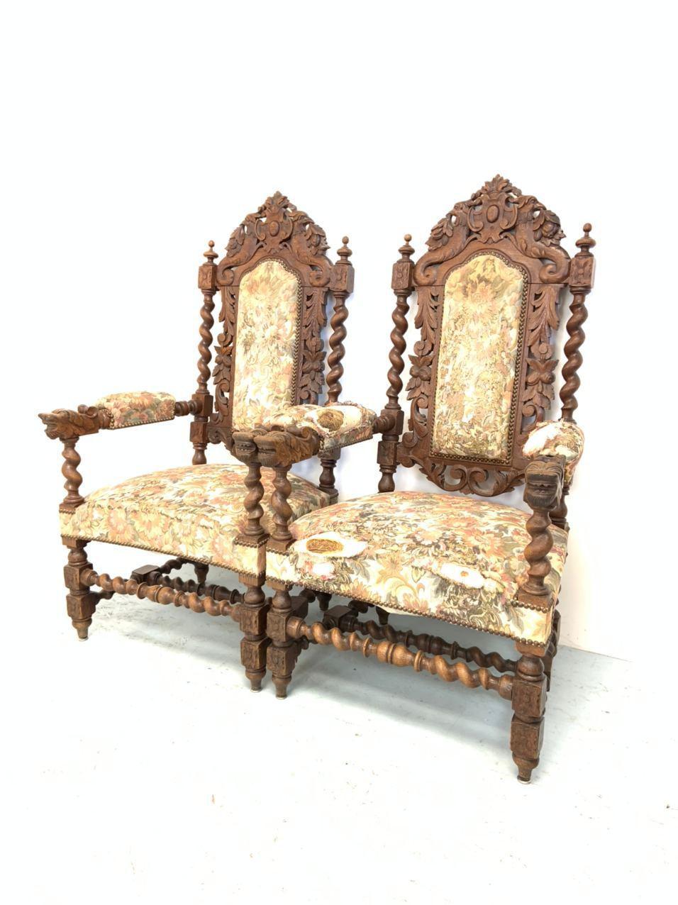 Антикварная пара резных кресел-тронов в стиле Генриха ІІ
