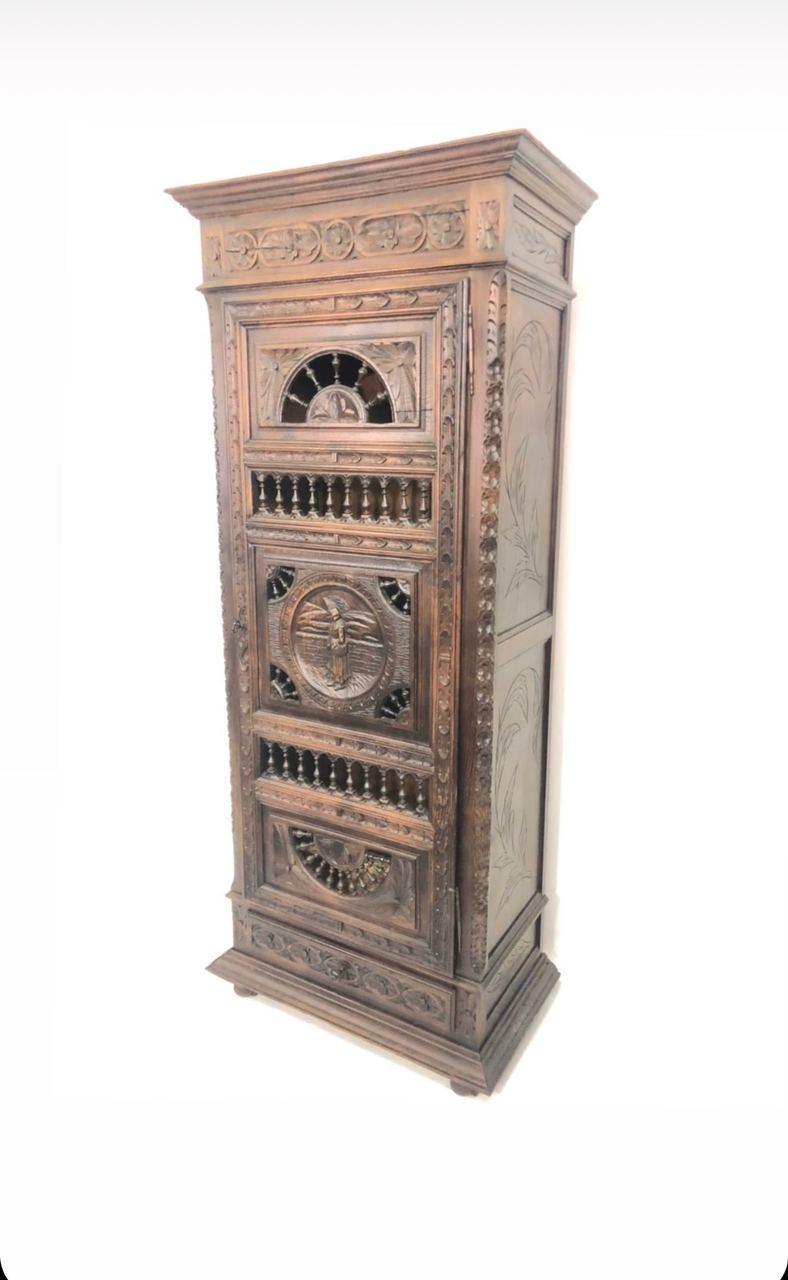 Антикварный шкафчик в стиле Бретон