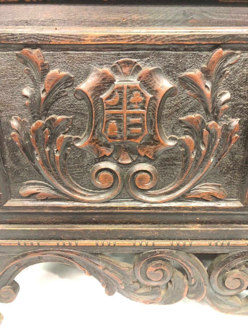 Антикварный сундук в стиле Ренессанс