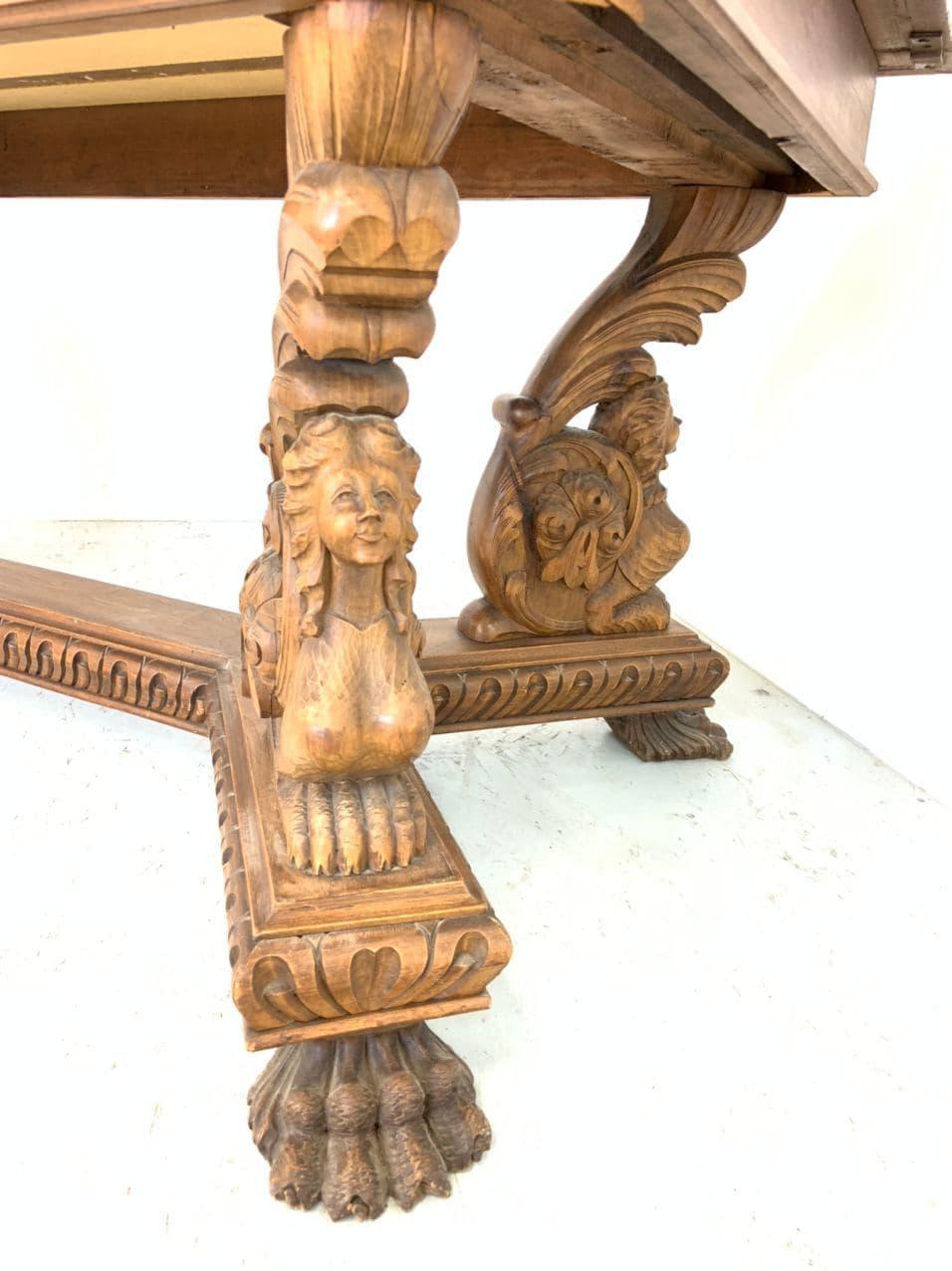 Антикварный обеденный стол в стиле Ренессанс