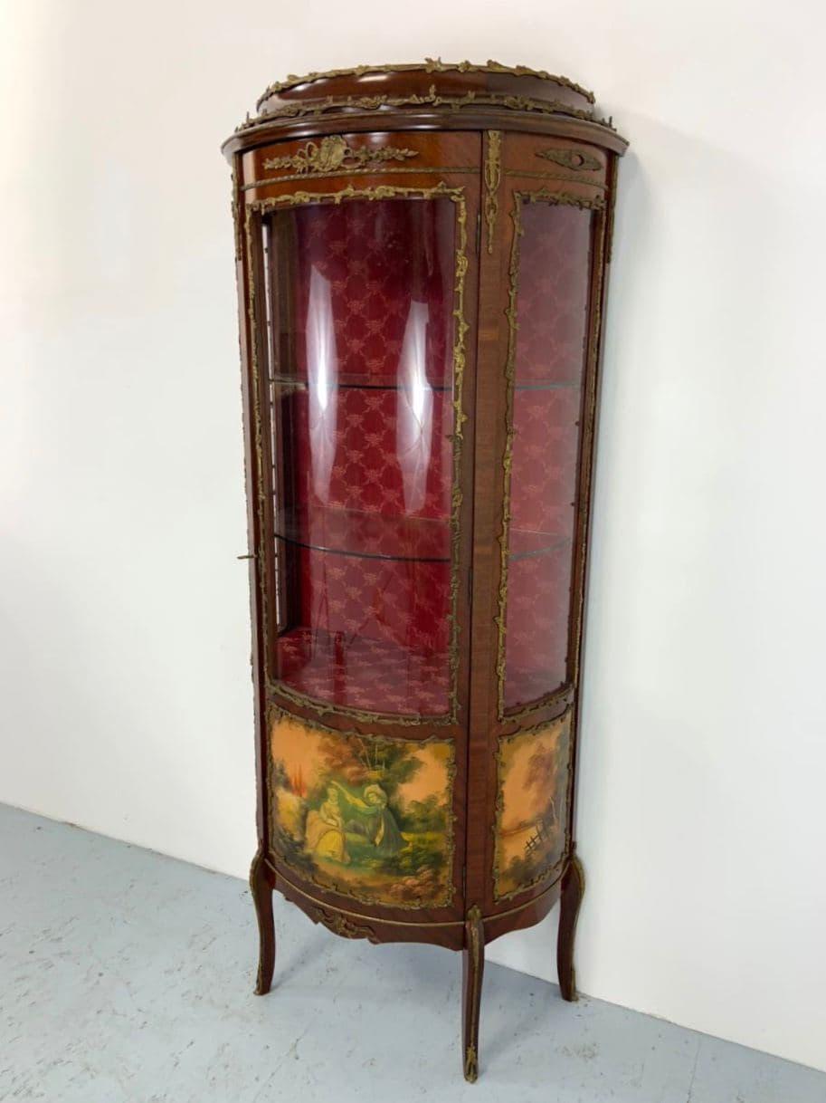 Антикварная витрина и комод
