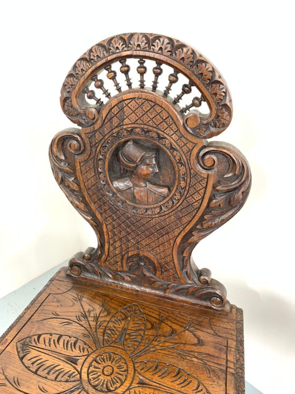 Антикварные дубовые стулья в стиле Бретон