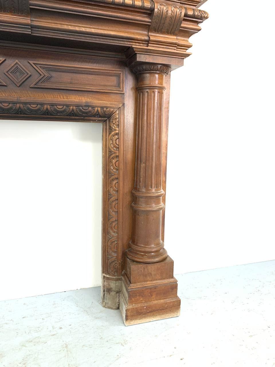 Антикварный ореховый камин в Неоклассическом стиле