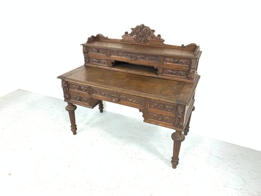 Антикварное дубовое бюро в стиле Генриха II