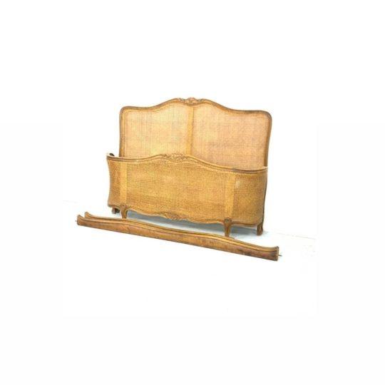 Антикварная кровать с ротангом в стиле Louis XV