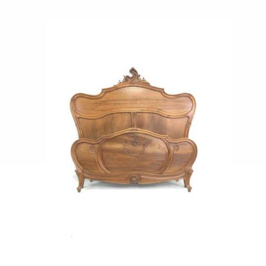 Антикварная кровать в стиле Рококо